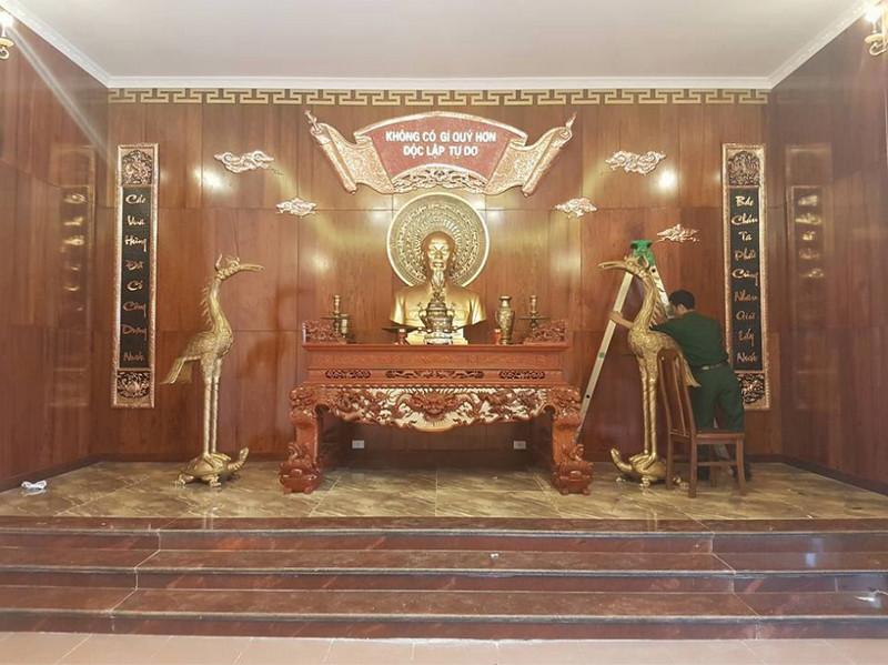 phòng thờ Bác Hồ bằng đồng