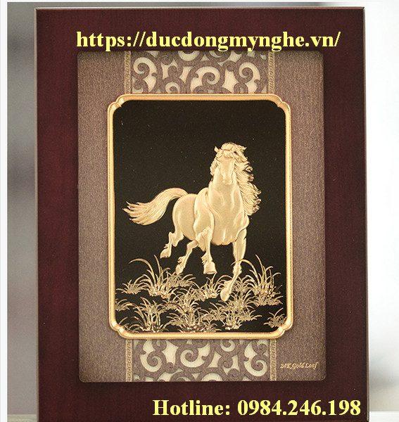 tranh đồng độc mã truy phong mạ vàng