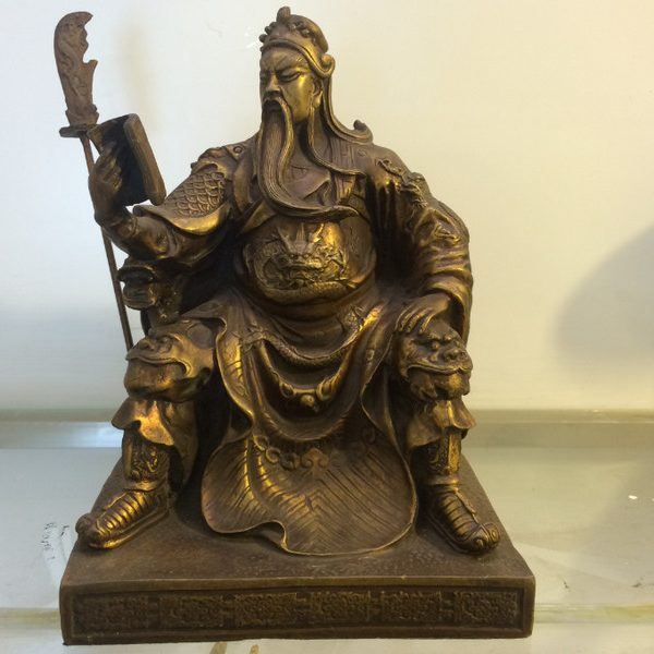 Tượng đồng quan công ngồi đọc sách