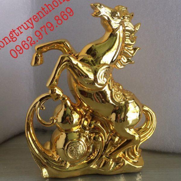 tượng ngựa mạ vàng